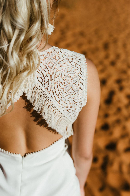 Collection 2018 : Robe de mariée dos nu avec dentelles de coton
