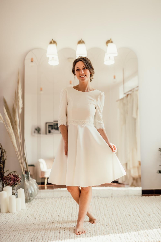 Collection civile : Robe de mariée à l'allure citadine, idéal avec une paire de baskets blanches