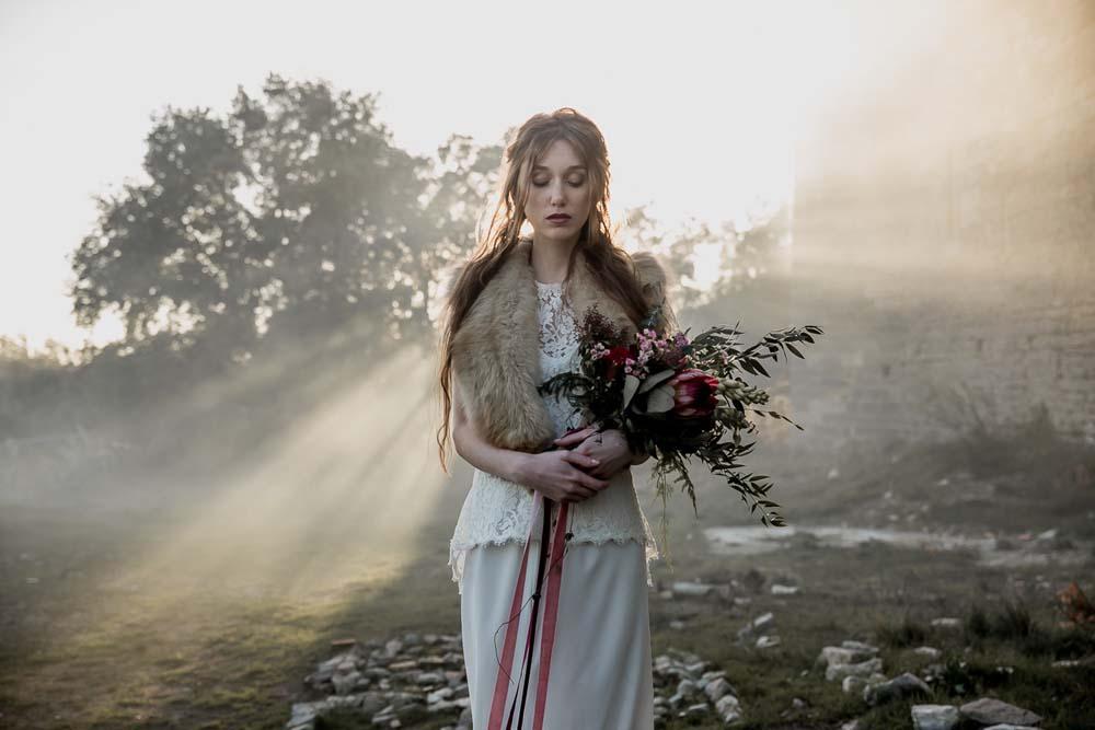 Shooting d'inspiration : Shooting au château de Montlaur avec Coralie Wedding Designer et photographié par Rock'n Brides sur le thème du conte de fée