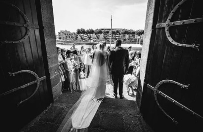 Robe de mariée avec longue traîne