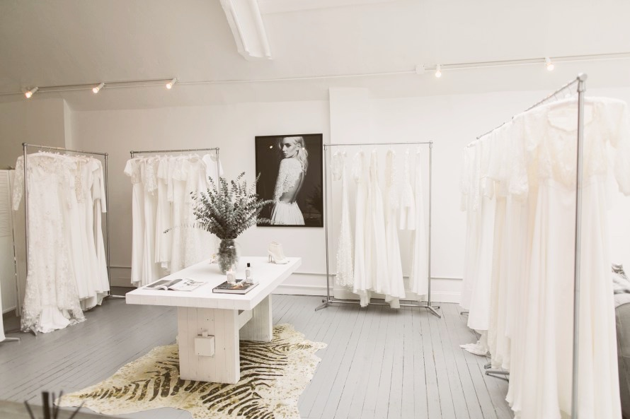 Point de vente : The Mews Bridal Notting Hill French Bridal Couture 202 Kensington Park Road – Notting Hill Londres W11 1RN ANGLETERRE